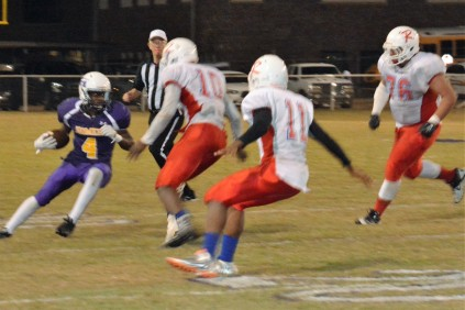 #4 Star'Corias Thomas carries the ball downfield.